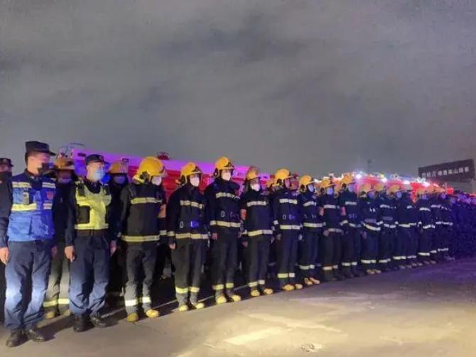 【悲痛!】凉山火灾又致19名消防员牺牲,救灾仍在进行